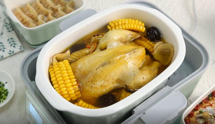 暖身鸡汤、剁椒鱼头+胡萝卜蒸饺