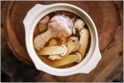新鲜松茸炖老鸭汤