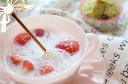 草莓牛奶燕窝